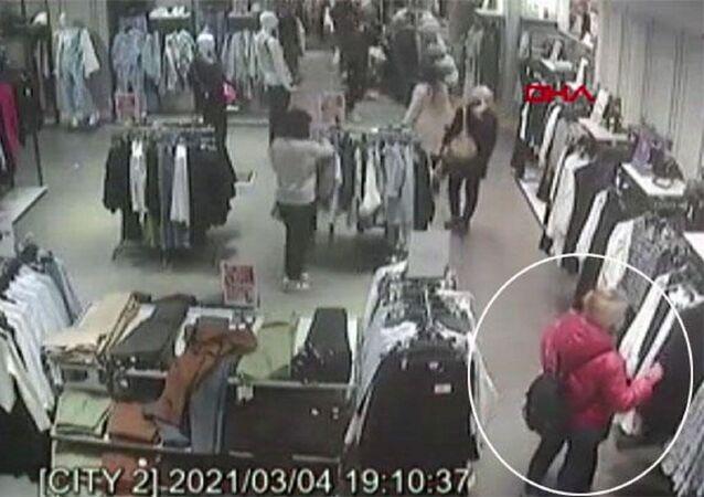 Mağazalardan çaldığı kıyafetleri internette satan kadın