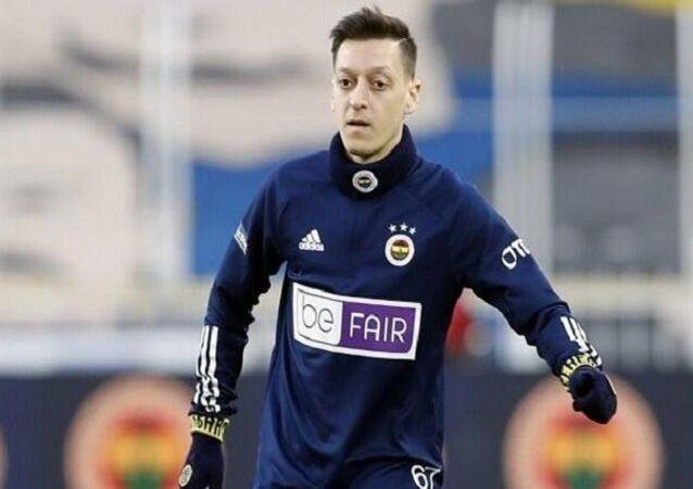 Be Fair sloganlı forma, Mesut Özil