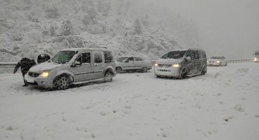 Konya- Antalya karayolunda ulaşıma 'kar' engeli