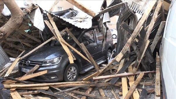 Muş'ta şiddetli fırtına nedeniyle 50 evin çatısı uçtu - Sputnik Türkiye