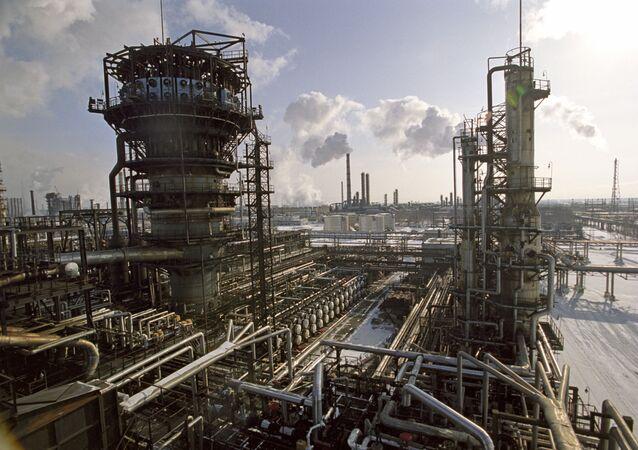 Petrol rafinerisi- Rusya