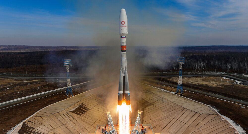 Rus Soyuz füzesiyle 36 İngiliz uydusu uzaya fırlatıldı