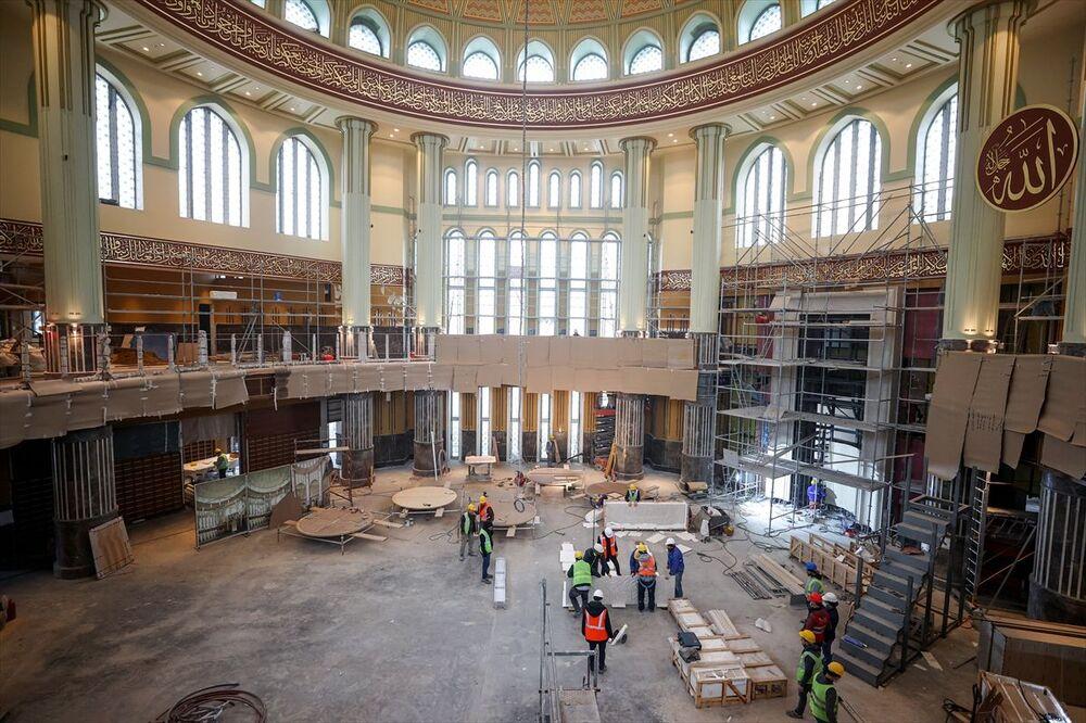 Mimarlar Şefik Birkiye ve Selim Dalaman imzasını taşıyan ve temeli 17 Şubat 2017'de atılan, içerisinde otopark, konferans ve sergi salonlarının yer aldığı caminin yapımında sona yaklaşıldı.