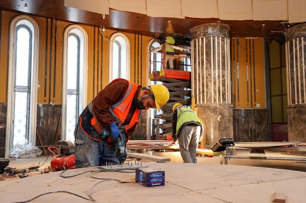 Hattat Davut Bektaş ve Nakkaş Adem Turan tarafından hazırlanan hat yazıları tamamlandıktan sonra montajı yapılarak yerine takıldı ve boyama işleri bitirildi.