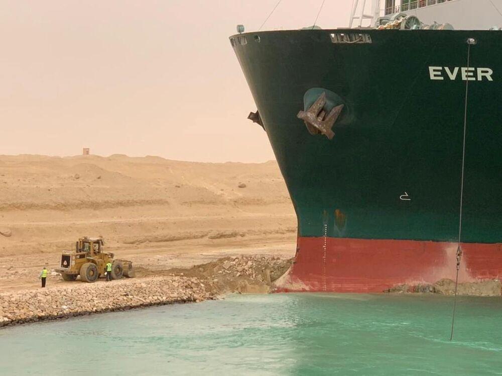 AFP'nin aktardığına göre, kanalın hizmeti sağlayıcısı şirket Leth Agencies, en az 150 geminin Ever Given nedeniyle rotalarına devam edemediklerini açıkladı
