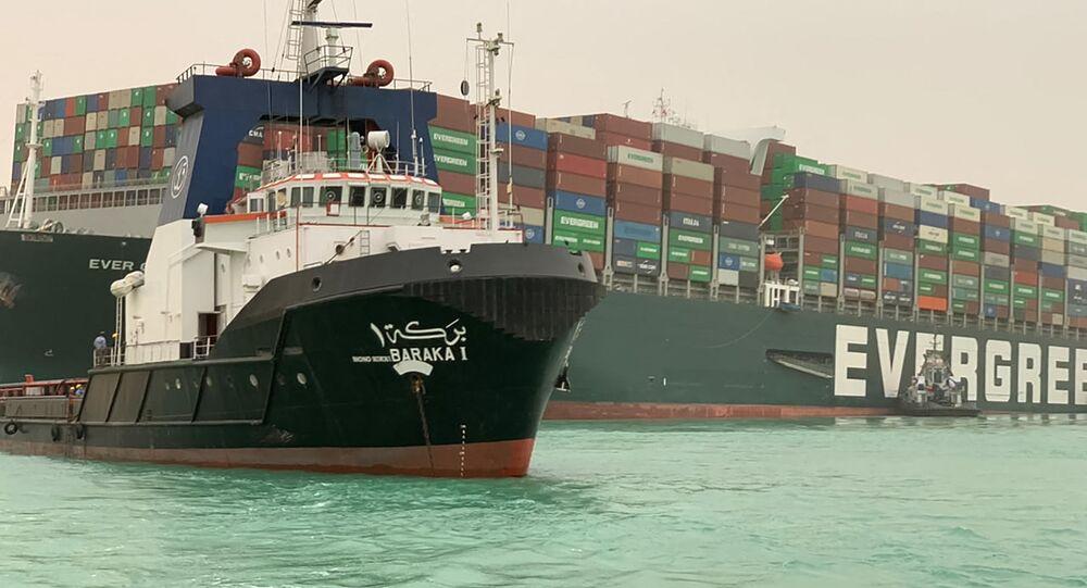 Mısır'ın ilk kadın kaptanından, 'Süveyş Kanalı'nı o tıkadı' yönündeki yalan haberlere yanıt - Sputnik Türkiye
