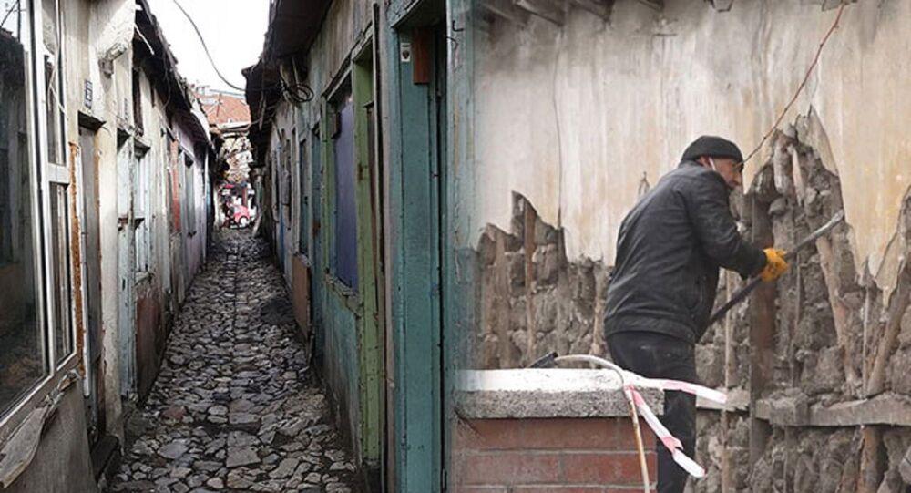 'dünyanın en dar sokağı' olarak tanıtılan Dikiciler Sokağı