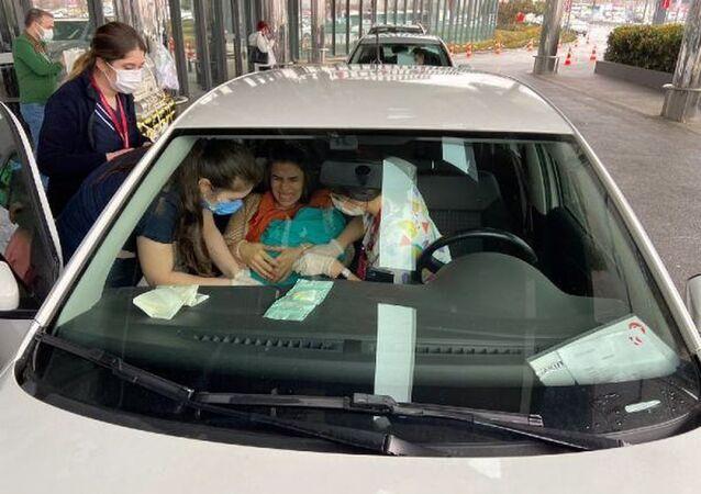 Avrasya Tüneli'nde doğum: Bebeğin kordonu arabanın içinde kesildi