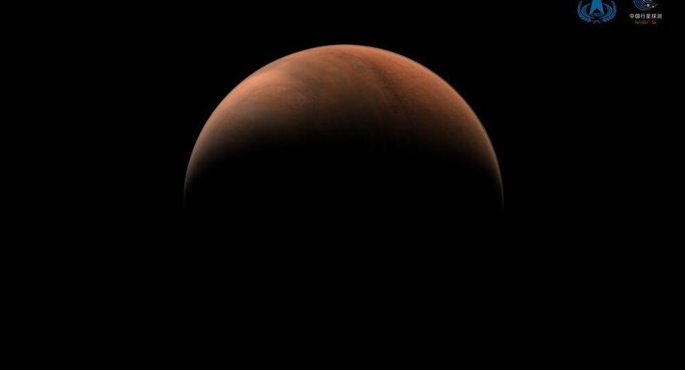 Çin'in Mars keşif aracı Tianwen-1, gezegenin iki tarafından fotoğraf gönderdi
