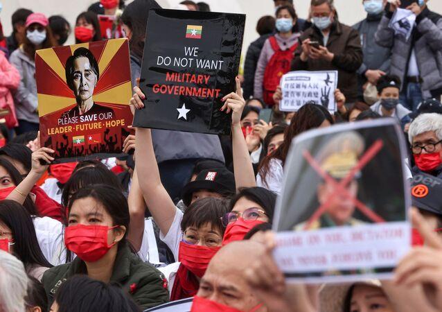Myanmar'da darbe karşıtı protesto