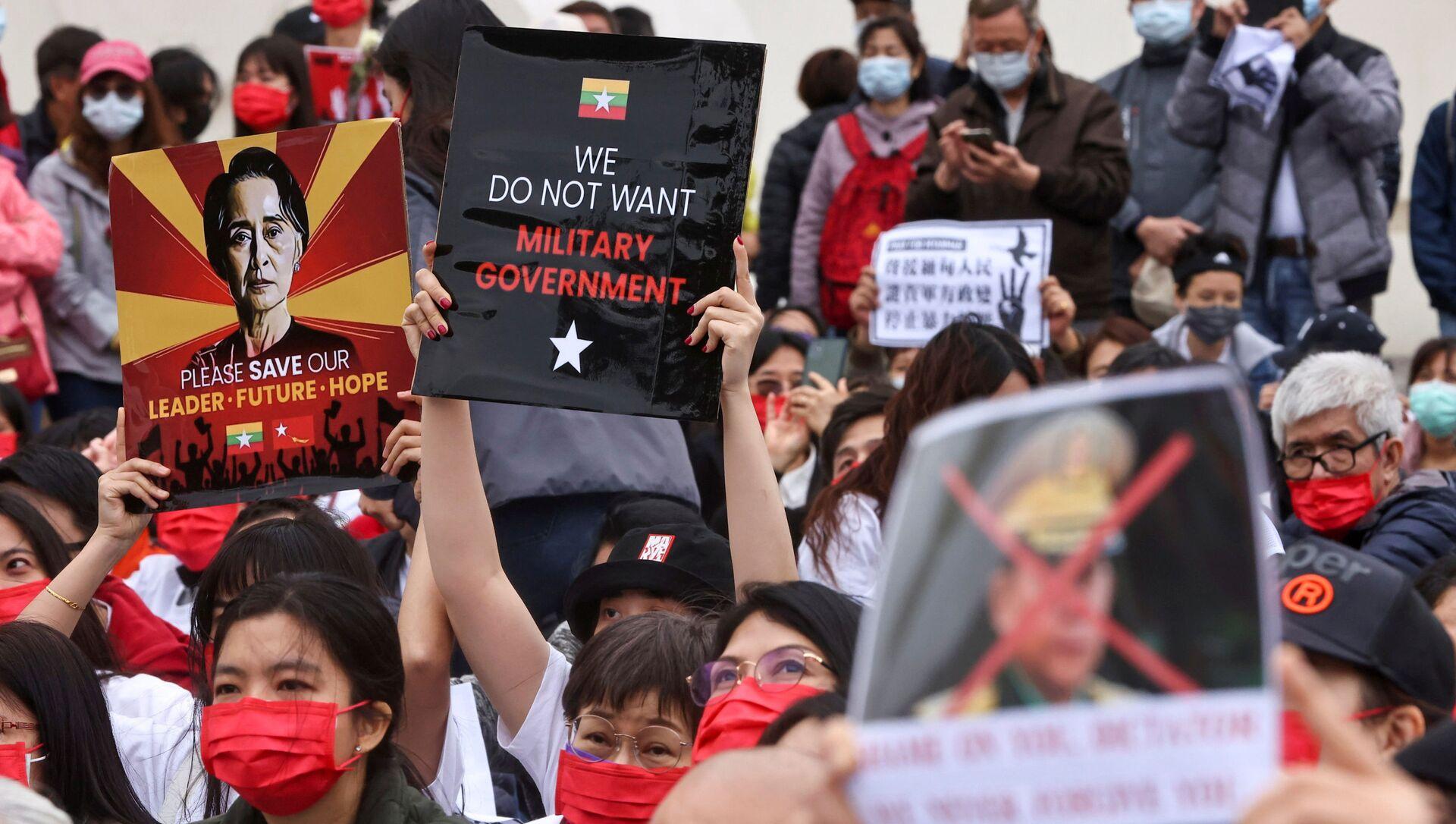 Myanmar'da darbe karşıtı protesto - Sputnik Türkiye, 1920, 11.04.2021