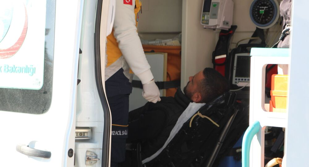 Denizli'de husumetlisini korkutmak için cadde ortasında ateş eden şüpheli, yoldan geçen 4 vatandaşı yaraladı. Olay yerinden kaçan şüpheli Yunus timleri tarafından yakalandı.