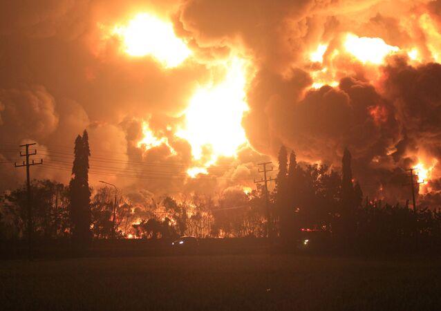 Endonezya'nın Batı Java eyaletinin Indramayu bölgesinde, devlete ait Pertaminapetrol şirketinin BalonganRafinerisi'nde büyük bir patlama gerçekleşti.