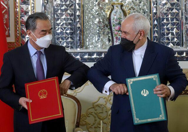 İran ve Çin, Pekin'in başlattığı 'Kuşak ve Yol' projesine katılımını öngören 25 yıllık iş birliği anlaşmasını imzaladı.