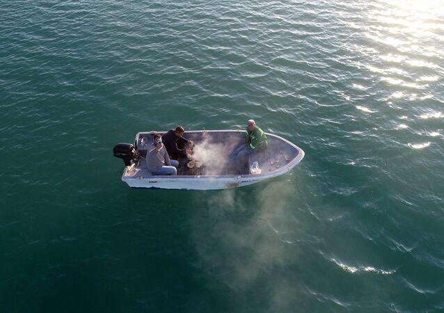 Adana'da teknede mangal