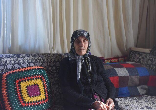 Odun satıcısı görünümündeki kişilerce gasp edilen yaşlı kadın