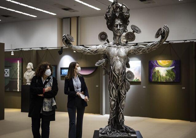 ArtAnkara7. Uluslararası Çağdaş Sanat Fuarı,yerli ve yabancı sanat galerilerinin katkısıyla açıldı.