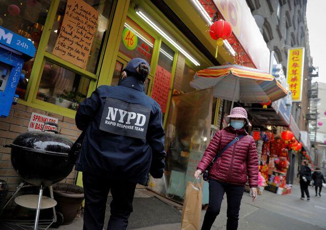 New York'ta sokak ortasında Asyalı kadına saldırı