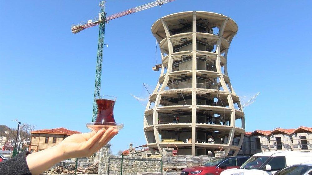 Rize Ticaret Borsası Başkanı Mehmet Erdoğan, Çay Çarşısı projesinde daha şimdiden çay bardağı şeklindeki binanın dikkat çektiğini söyleyerek, Tamamlandığında dünyanın en büyük çay bardağı olacak. Yaklaşık 30 metre yüksekliğindeki yapı için Guinness Rekorlar Kitabı´na başvurumuzu yapacağız. Her şehir, her ülke ürünleri ile beraber belli sembollerle ortaya çıkar. Biz bundan esinlendik. Öz değerimiz Türk çay kültürünün sembolü olan ince belli bardağımızı burada işlevsel bir duruma getirdik dedi.