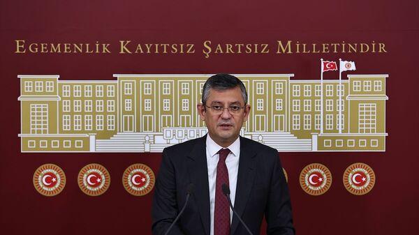 CHP Grup Başkanvekili Özgür Özel, TBMM'de basın toplantısı düzenledi. - Sputnik Türkiye