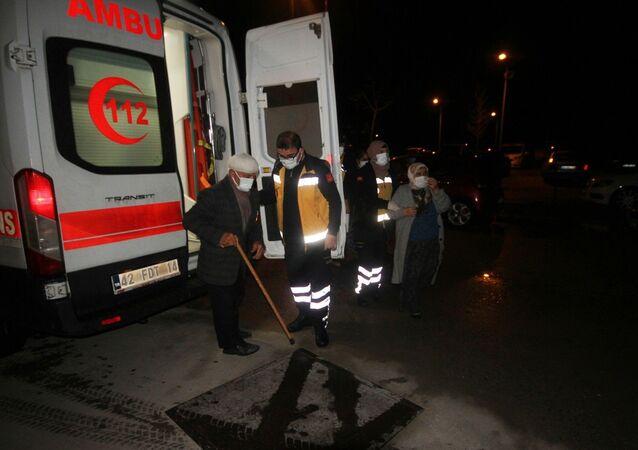 Konya'nın Beyşehir ilçesinde mutfakta ocakta yemek pişirildikten sonra kapağı açılmak istenirken patlayan düdüklü tencere yaşlı çifti yaraladı.