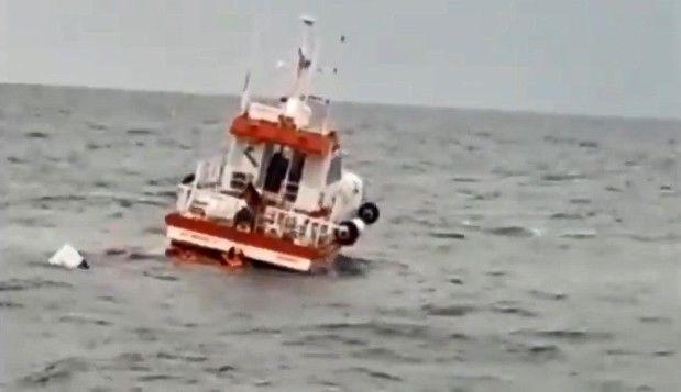 Kocaeli'de batan balıkçı teknesindeki 3 kişi son anda kurtarıldı