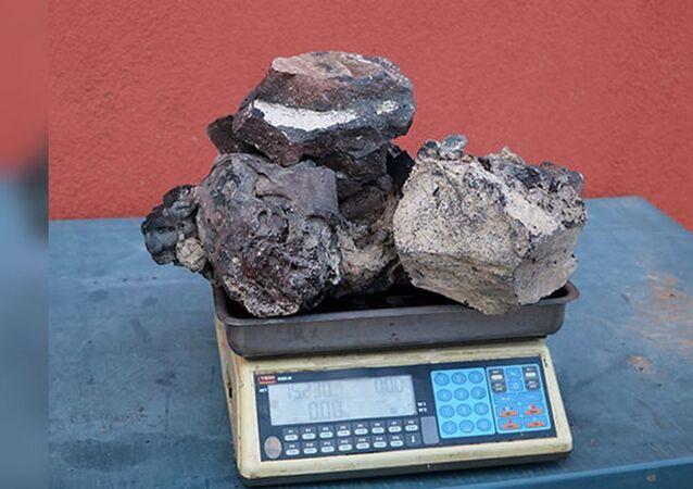 Meteorit diye 5 yıl saklayıp, gramını 3 dolara satmadı: Lav taşı çıktı