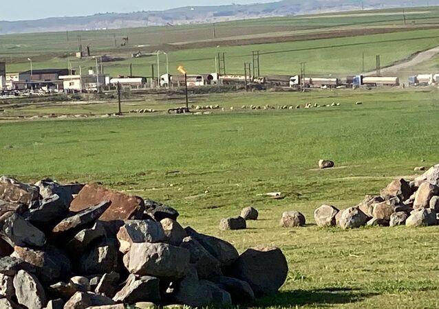 ABD güçlerinin, Haseke kırsalında yer alan Rumeylan'daki bir kuyudan petrol çaldığı anlar