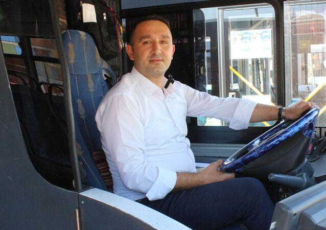 Darp edilen kadını kurtaran otobüs şoförü Barış Aytar, Antalya