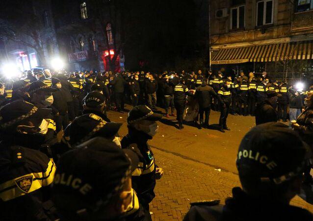 Rus gazeteci Vladimir Pozner'in Tiflis ziyareti nedeniyle milliyetçilerin kentte düzenlediği protestolar