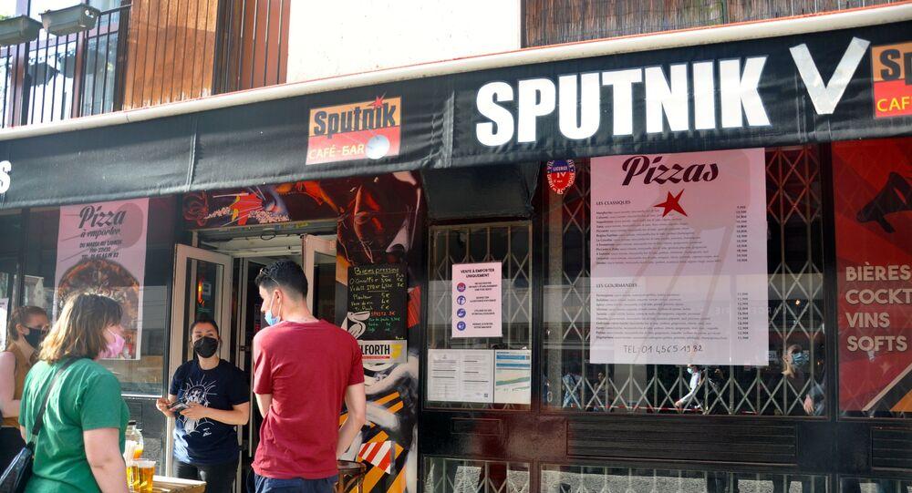 Fransa'da bir barın ismi 'Sputnik V' olarak değiştirildi