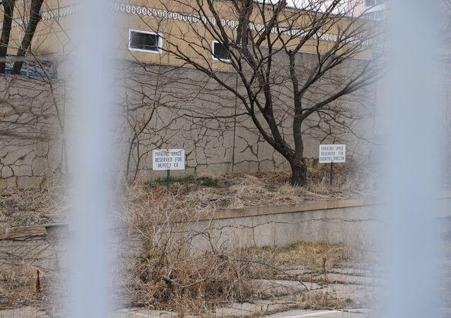 Kuzey Kore'de Kovid-19 kısıtlamaları nedeniyle boşaltılan büyükelçilik binaları