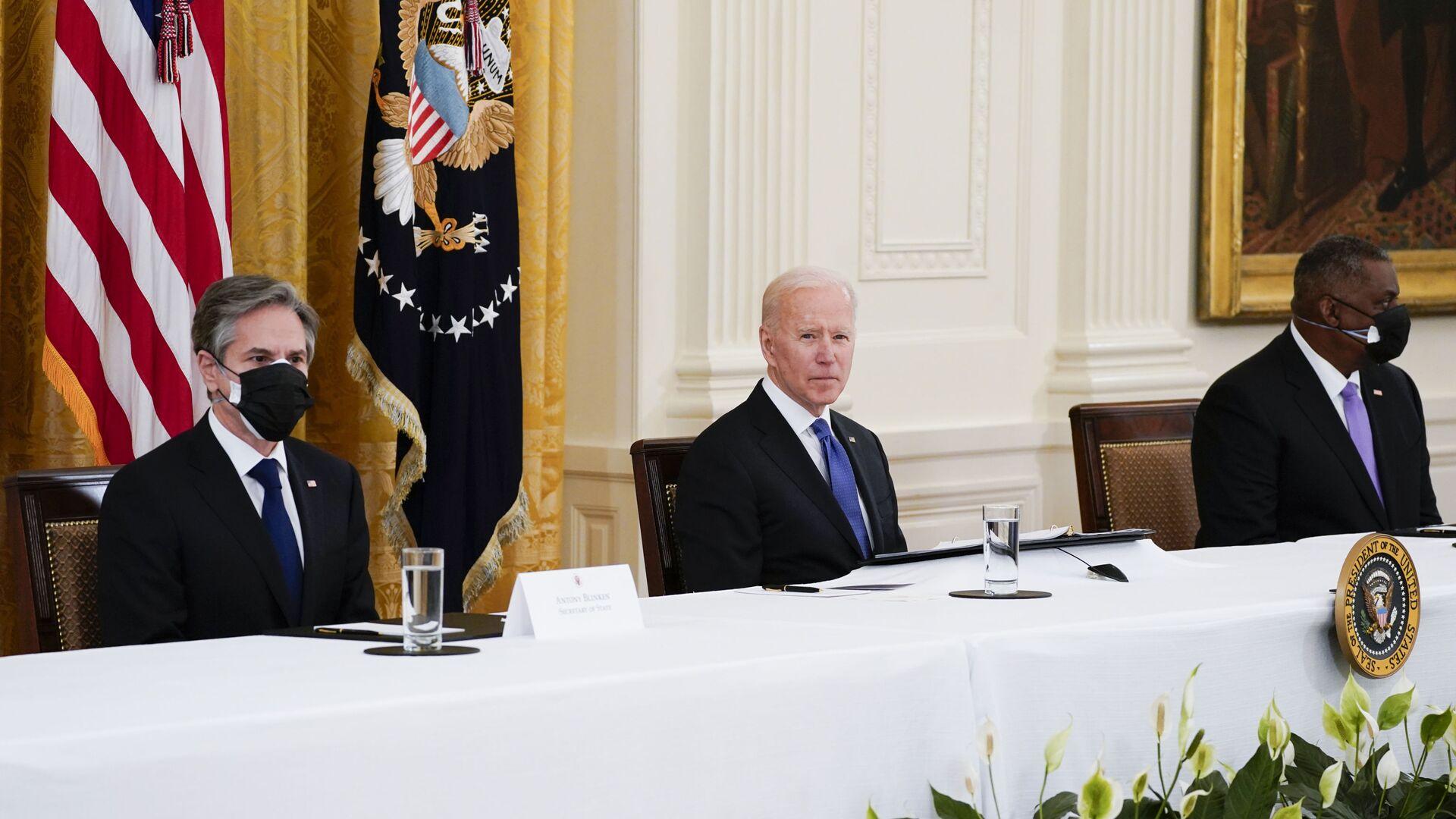 ABD Başkanı Joe Biden, ilk kabine toplantısını Beyaz Saray'da yeni tip koronavirüs (Kovid-19) önlemleri altında gerçekleştirdi. - Sputnik Türkiye, 1920, 10.08.2021
