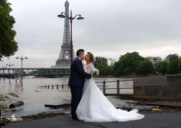 Fransa'da belediyedeki nikahlarda yabancı ülke bayraklarına yasak