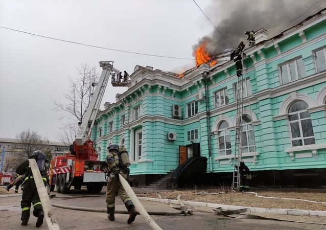 Rusya'da bir grup doktor, yanan hastanede açık kalp ameliyatı yaptılar