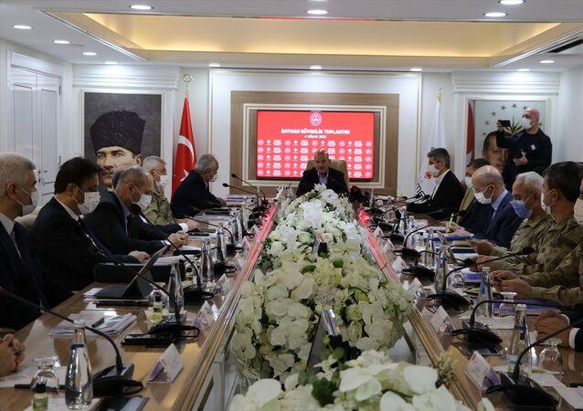 İçişleri Bakanı Süleyman Soylu, Güvenlik toplantısına katılmak için Batman'a geldi. Soylu, Valilikte güvenlik toplantısına katıldı.
