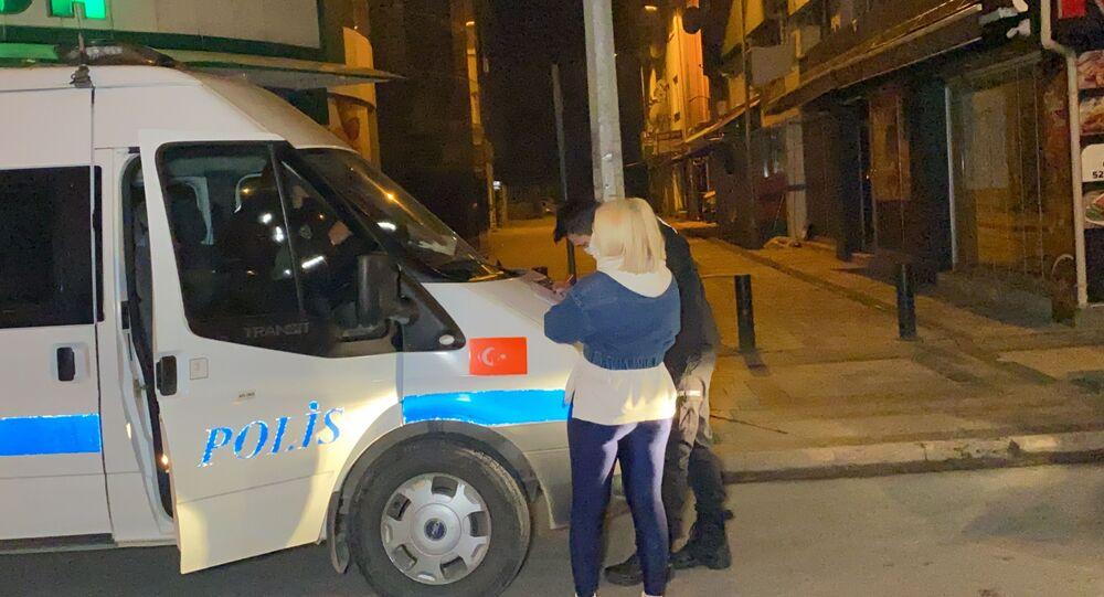 Kısıtlamaya uymayan genç kadına 1 paket sigara 3 bin 469 liraya mal oldu