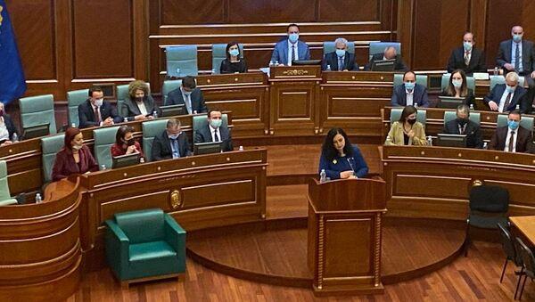 """Kosova'nın yeni Cumhurbaşkanı seçilen Vjosa Osmani, Mecliste yaptığı konuşmada, """"Bugün Kosova bir kadın cumhurbaşkanı seçti dedi. - Sputnik Türkiye"""