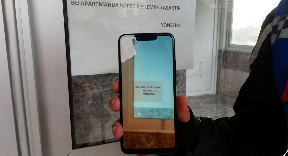 Adana'da bir site, değiştirilen 'Köpekler ve kuryeler giremez' uyarısı