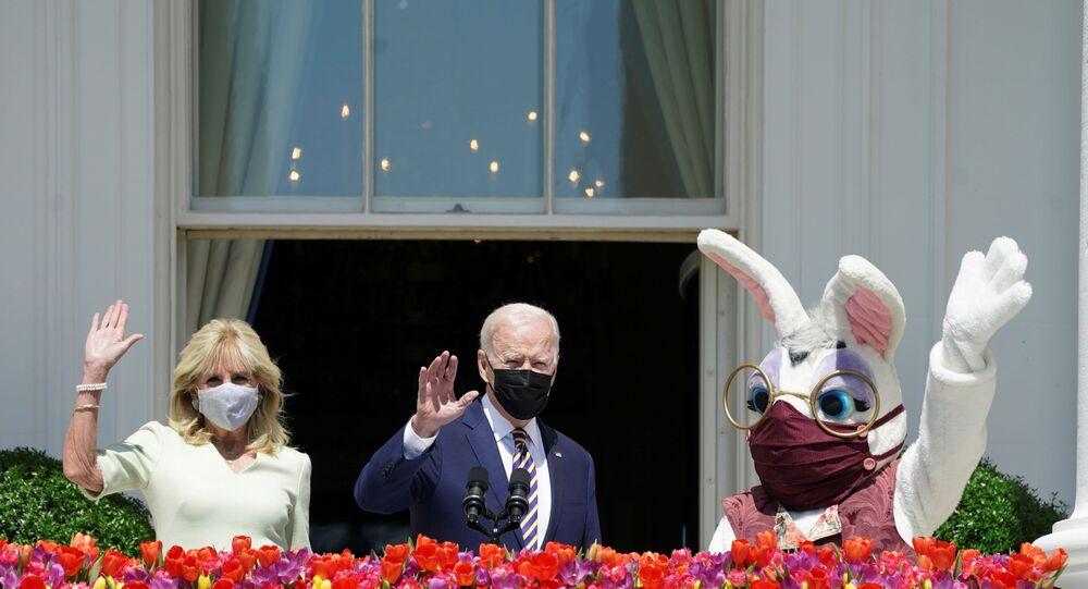 Jill Biden- Joe Biden- Paskalya tavşanı