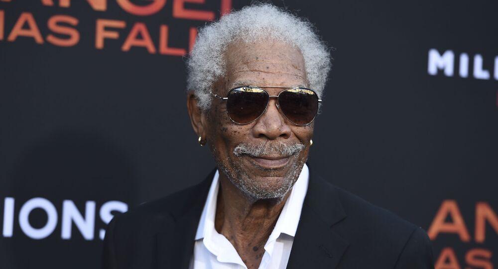 Morgan Freeman: Bana güveniyorsanız aşı olun