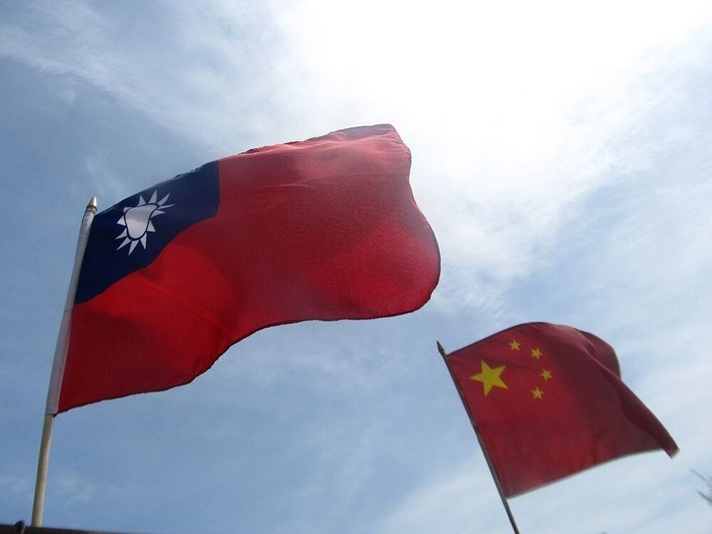 1950'ler ve 1960'larda çok sayıda ülkenin diplomatik ilişki tercihini Çin Cumhuriyeti'nden Çin Halk Cumhuriyeti'ne çevirmesinin ardından 1971'de BM Genel Kurulunda yapılan oylamada, Pekin hükümetinin 'Çin'in tek meşru temsilcisi' kabul edilmesiyle, Tayvan'ın uluslararası örgütlerdeki konumu belirsiz hale gelmişti.