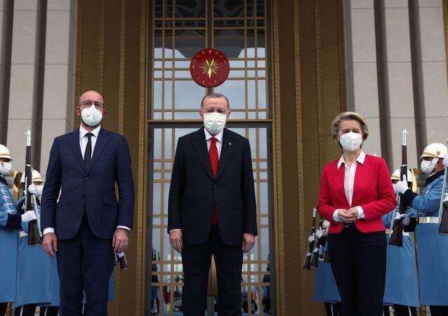 Cumhurbaşkanı Recep Tayyip Erdoğan, Avrupa Birliği Konseyi Başkanı Charles Michel ve Avrupa Birliği Komisyonu Başkanı Ursula Von Der Leyen'i Kabul etti.