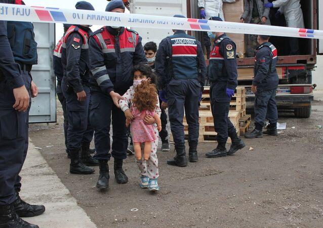 İzmir'de yakalanan göçmen