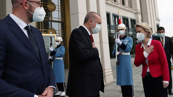 AB Konseyi Başkanı Charles Michel, Cumhurbaşkanı Recep Tayyip Erdoğan, Avrupa Komisyonu Başkanı Ursula von der Leyen (soldan sağa) - Sputnik Türkiye