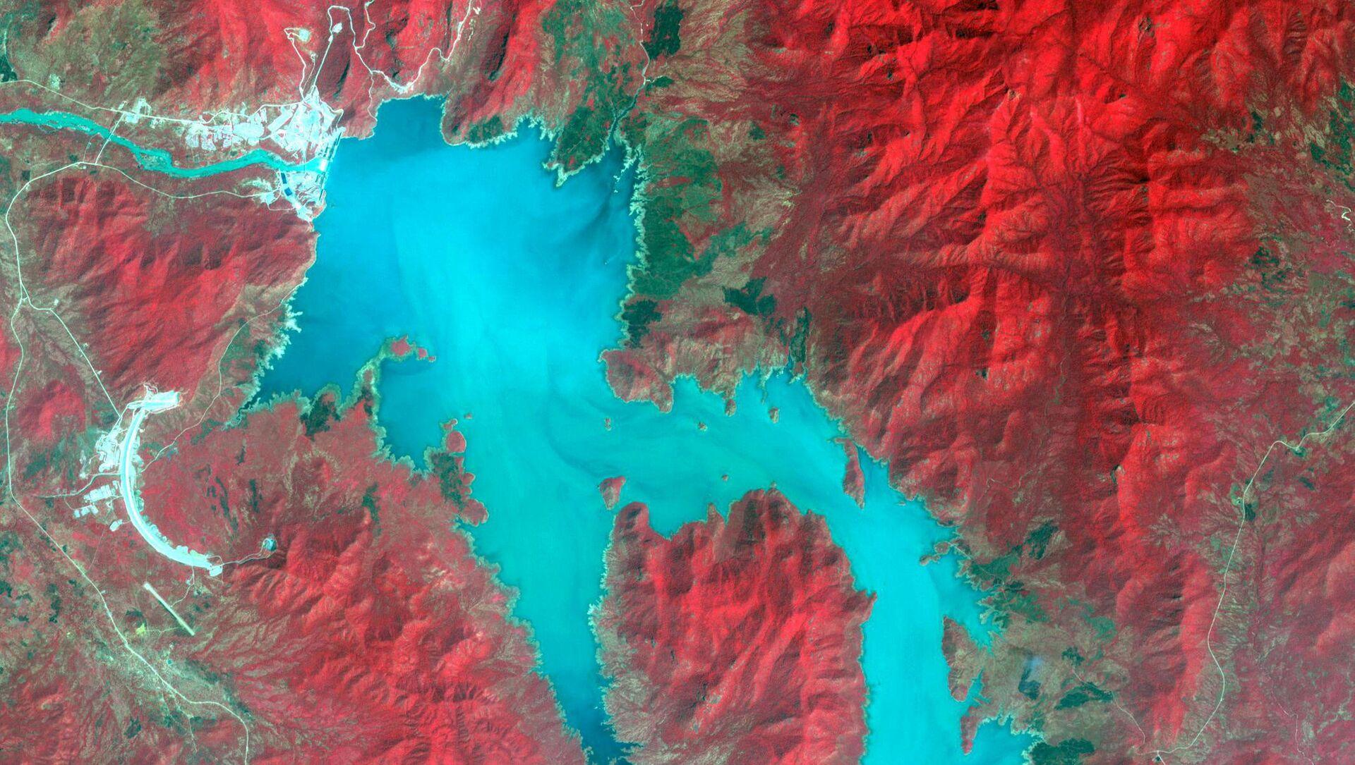 Mavi Nil Nehri üzerinde Etiyopya - Sudan sınırı yakınında su toplayan Rönesans (Hedasi) Barajı'nın uydu görüntüsü - Sputnik Türkiye, 1920, 06.04.2021