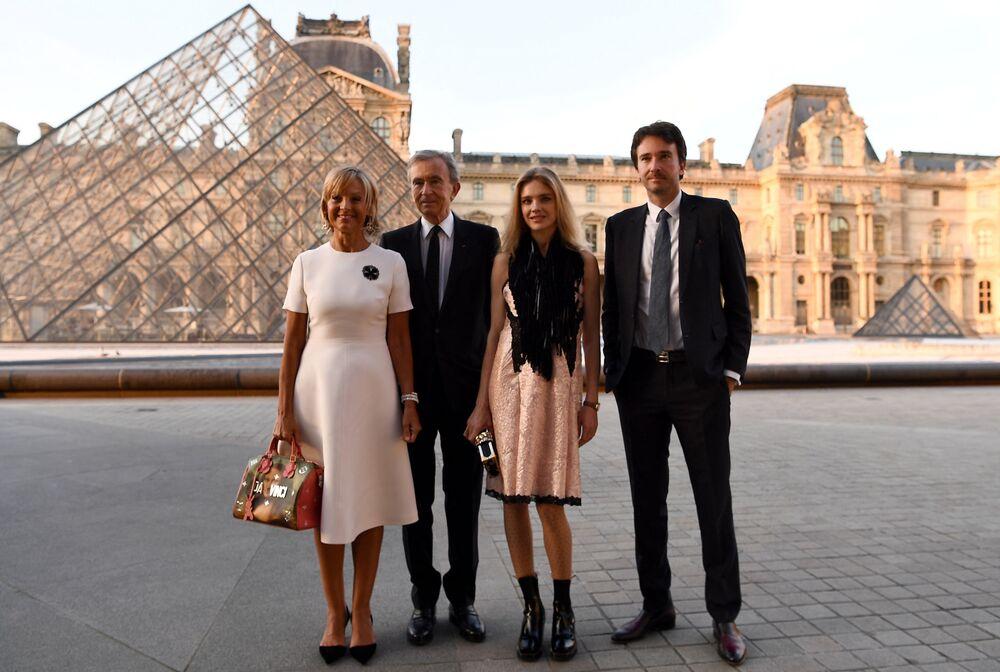 3. Lüks mallar firması LVMH'nin CEO'su Bernard Arnault ve ailesi - 150 milyar dolar