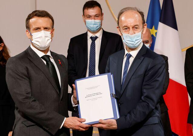 Fransız tarihçi ve Ruanda soykırımına ilişkin araştırma yapmak üzere kurulan komisyonun Başkanı Vincent Duclert ve Cumhurbaşkanı Emmanuel Macron