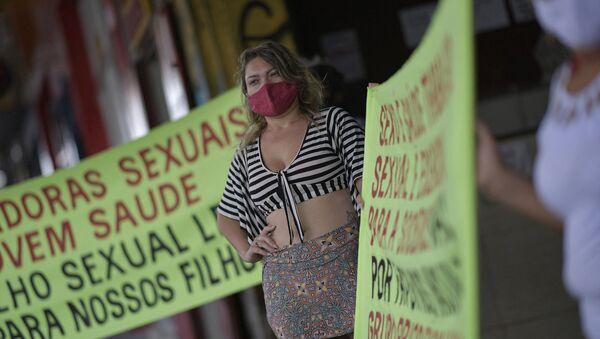 Aşı önceliği için greve giden seks işçisi kadınlar (Brezilya, Minas Gerais eyaleti, Belo Horizonte şehri) - Sputnik Türkiye