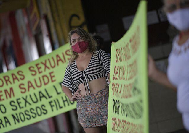 Aşı önceliği için greve giden seks işçisi kadınlar (Brezilya, Minas Gerais eyaleti, Belo Horizonte şehri)